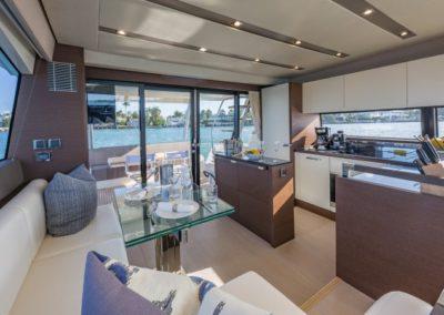 70 Prestige yacht salon dining