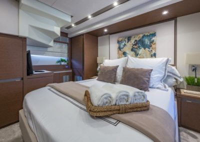 70 Prestige yacht guest stateroom