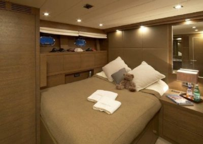 72 Mangusta yacht guest stateroom