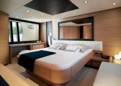 72 Pershing yacht master stateroom
