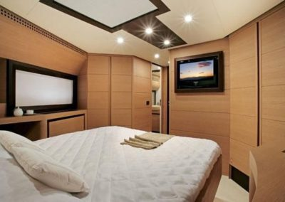72 Pershing yacht guest stateroom