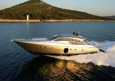 72 Pershing yacht cruising