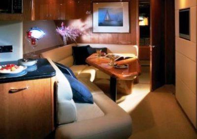 72 Sunseeker yacht salon TV