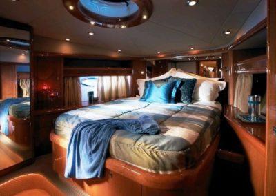72 Sunseeker yacht guest cabin