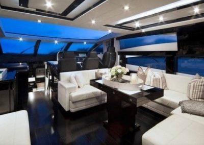 74 Sunseeker yacht salon dinette