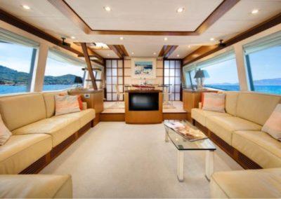 75 Ferretti yacht salon