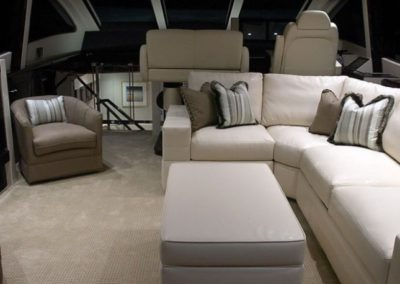 75 Lazzara yacht salon