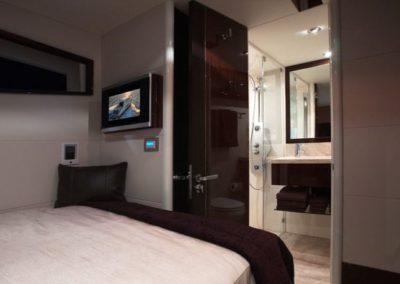 75 Lazzara yacht guest cabin