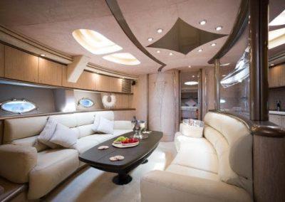 75 Sunseeker yacht salon dining