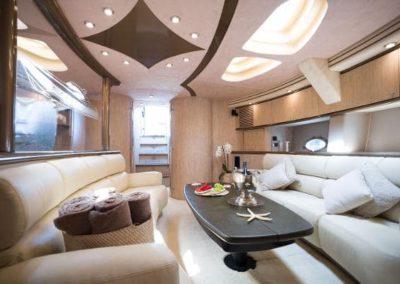 75 Sunseeker yacht salon