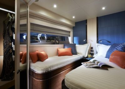 75 Sunseeker yacht twin bed cabin