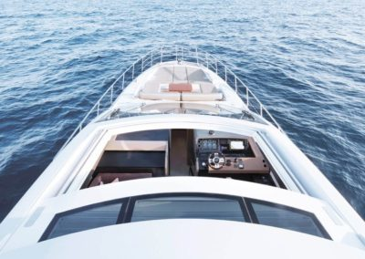 77 Azimut luxury yacht cruising