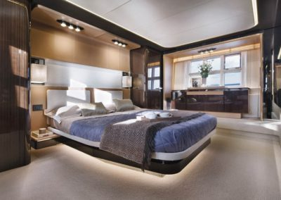 77 Azimut yacht master stateroom