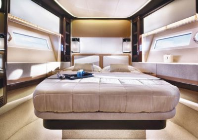77 Azimut yacht guest stateroom
