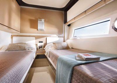 77 Azimut yacht twin beds cabin