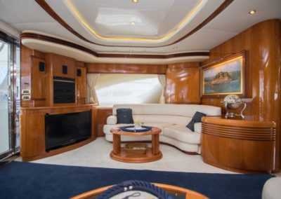 80 Azimut yacht salon TV