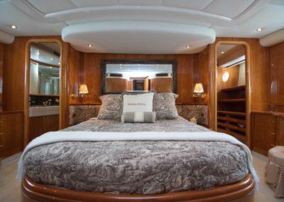 80 Azimut yacht master stateroom