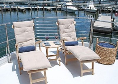 80 Hatteras party yacht bow lounge