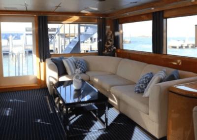 80 Hatteras party yacht salon lounge
