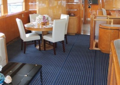 80 Hatteras party yacht salon and bar