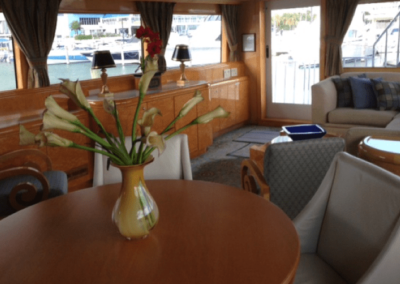 80 Hatteras party yacht salon