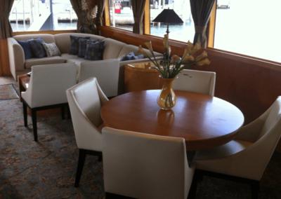 80 Hatteras party yacht salon coffe lounge