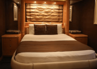80 Hatteras party yacht guest cabin