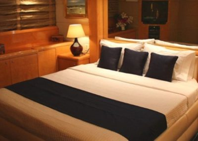 80 Hatteras party yacht master cabin