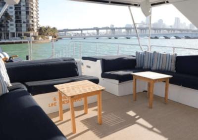 80 Hatteras party yacht flybridge lounge
