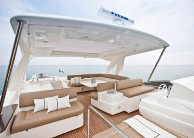 81 Ferretti yacht flybridge sunpads