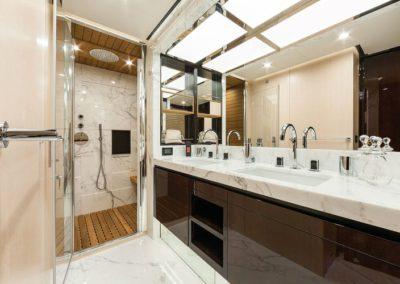 84 Azimut yacht master bathroom