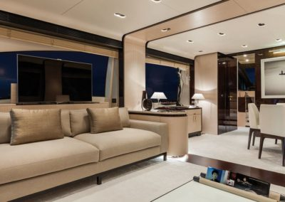 84 Azimut yacht salon launge
