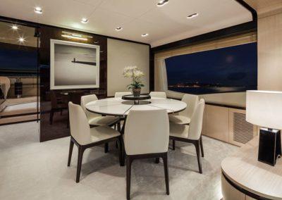 84 Azimut yacht dining