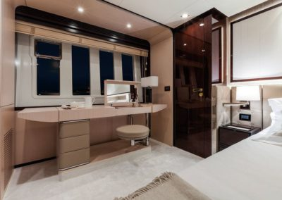 84 Azimut yacht stateroom night desk