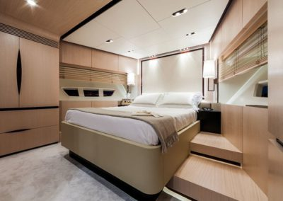 84 Azimut yacht guest stateroom