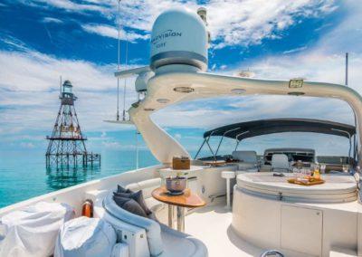 84 Lazzara yacht flybridge