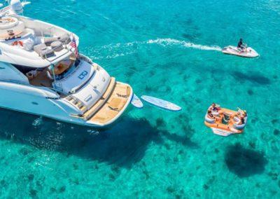 84 Lazzara yacht at anchor in Miami