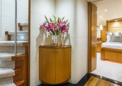 84 Lazzara yacht interior