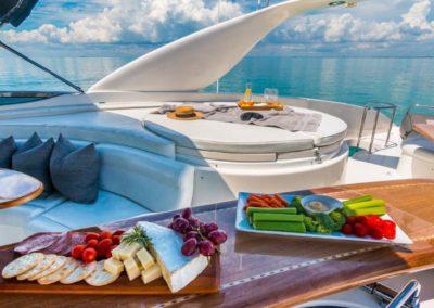 84 Lazzara yacht flybridge dining