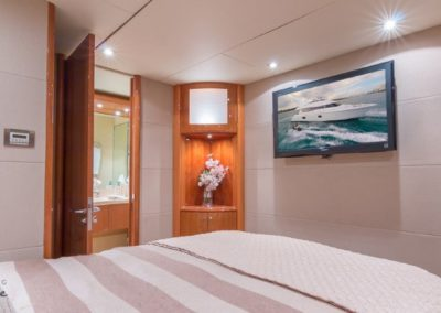 84 Lazzara yacht guest cabin