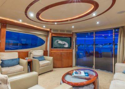 84 Lazzara yacht salon