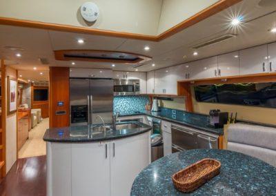 84 Lazzara yacht dinette