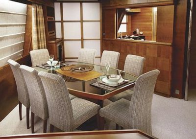 85 Azimut yacht dining