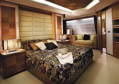 85 Azimut yacht master stateroom
