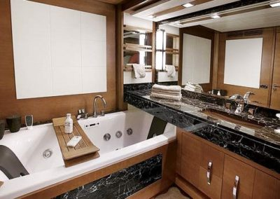85 Azimut yacht master bathroom