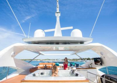 85 Aicon yacht flybridge jacuzzi