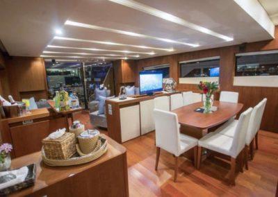 85 Aicon yacht salon dining
