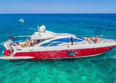 86 AzimutS yacht anchored in Miami