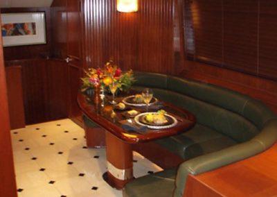 90 Hatteras sportfish yacht salon dinette