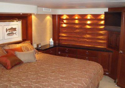 90 Hatteras sportfish yacht master cabin